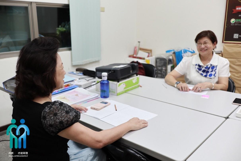圖說:秀珠姐與基金會總監 蔡愛真藥師多年來培養深厚的感情